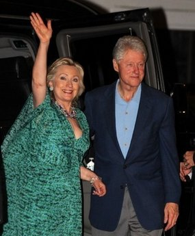 Hillary and Bill Clinton arrive at Chelsea's wedding